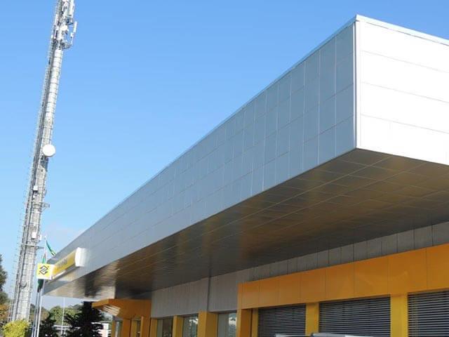 revestimento metálico em fachadas